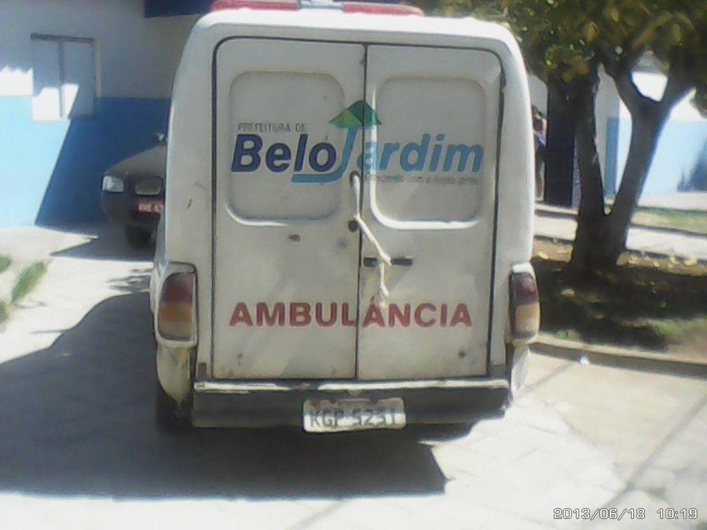 ambulancia amarrada com atadura