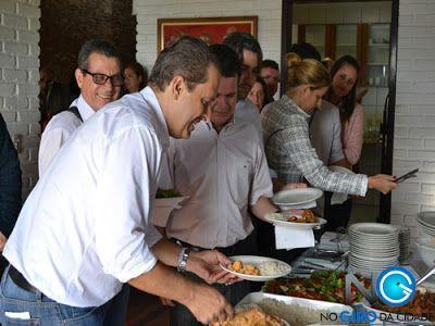 governador almoçando no canta galo
