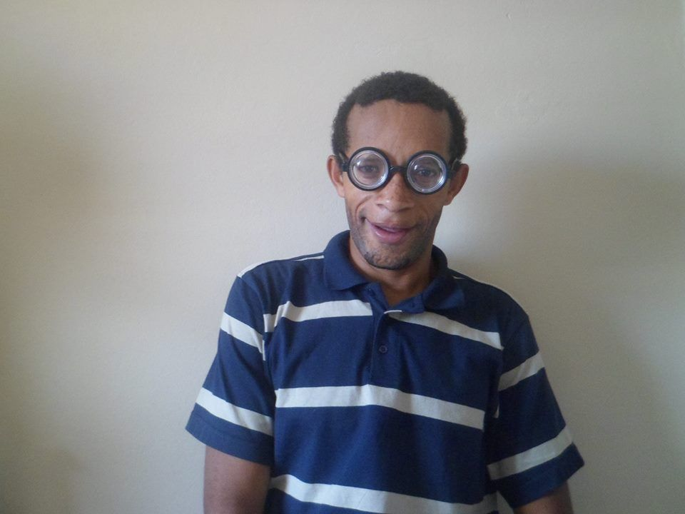 tio do pastel de oculos