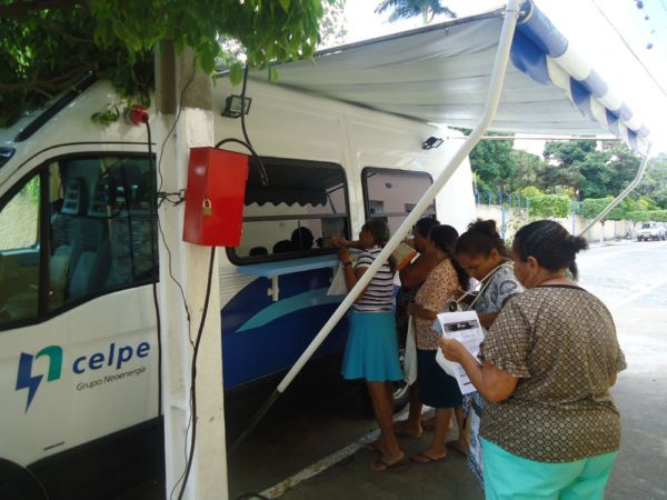 Resultado de imagem para imagens de Unidade Móvel da Celpe realiza atendimentos comerciais no município de Jataúba
